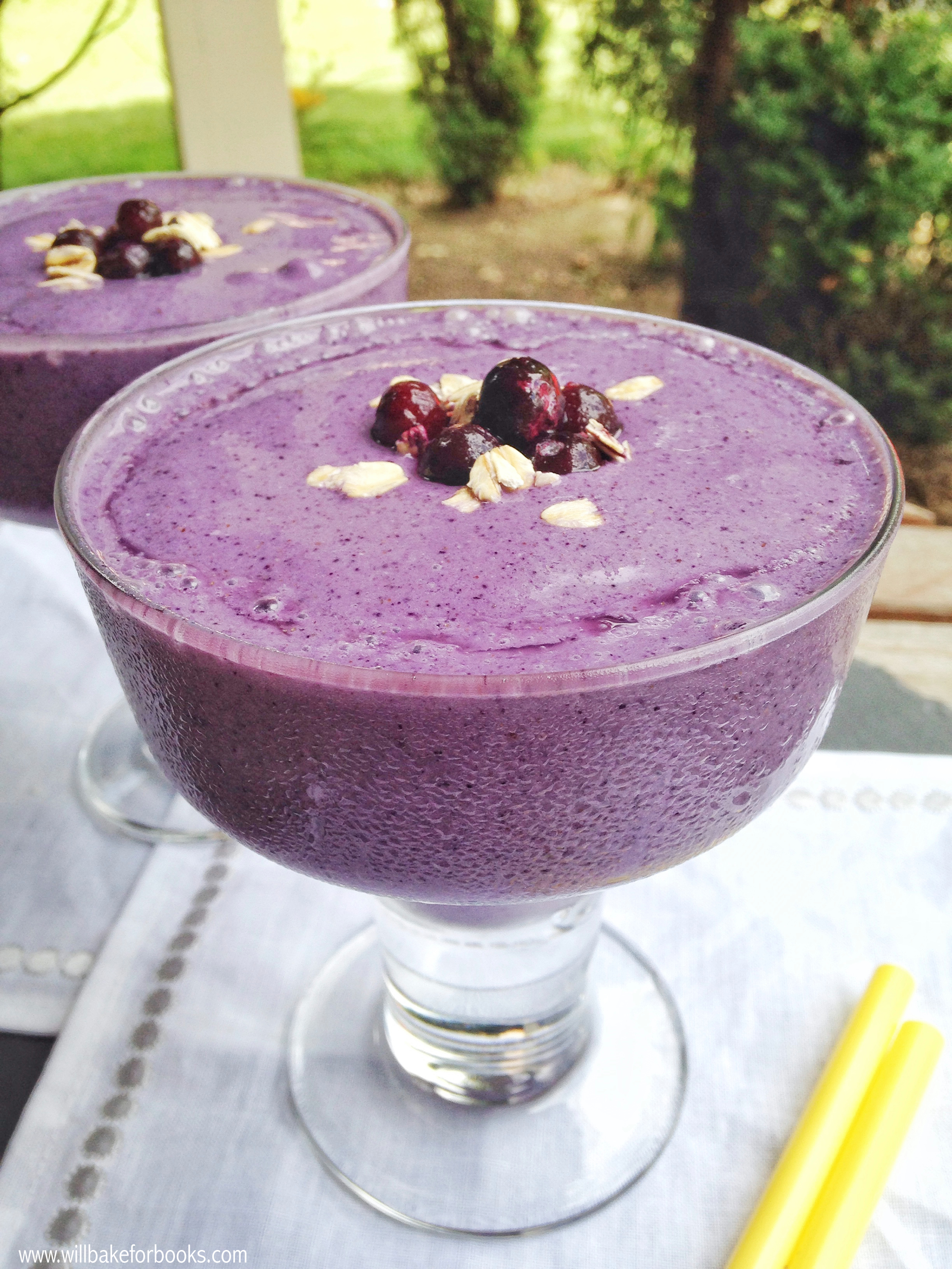 Blueberry Oatmeal Smoothies | www.willbakeforbooks.com