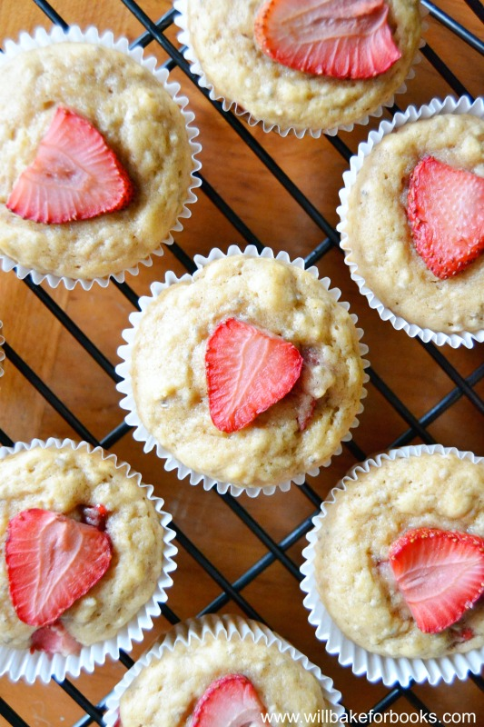 Strawberry Muffins {Vegan + Refined Sugar Free} on willbakeforbooks.com